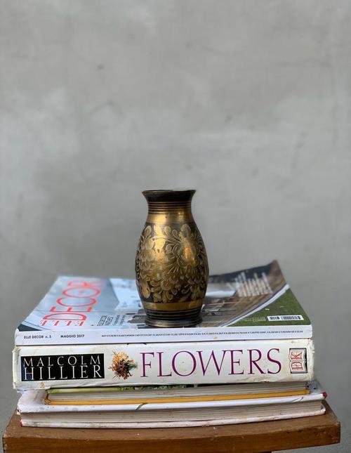 כד פרחים עשוי נחושת עם עיטורי ציור