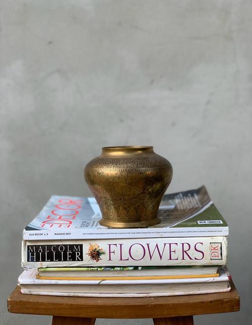 כלי נחושת רחב לסידור פרחים ומרכז שולחן