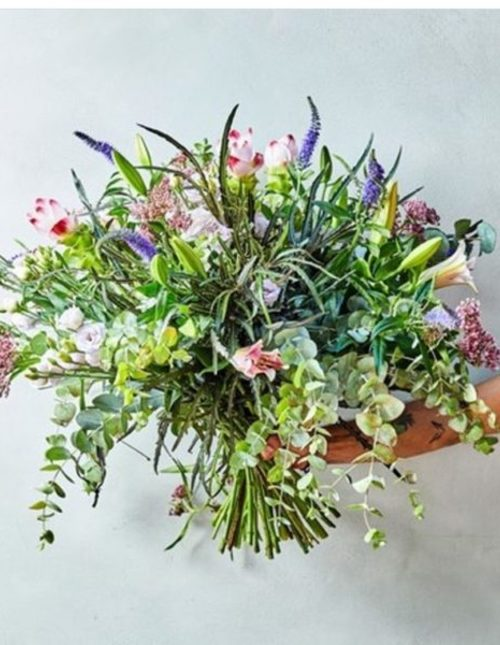 A chic bouquet of flowers